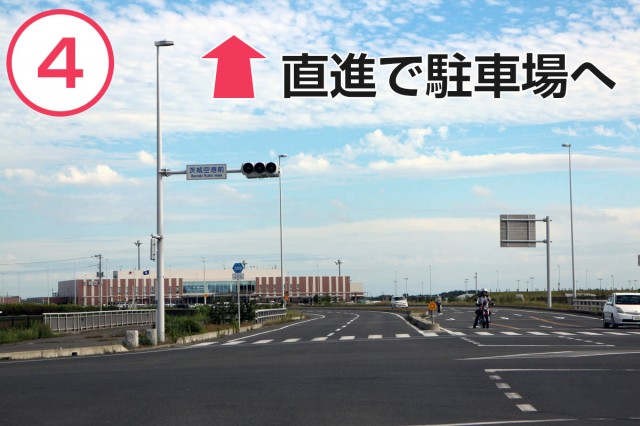 県道を10分弱ほど道なりに直進。