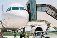 パッセンジャーステップを航空機に装着