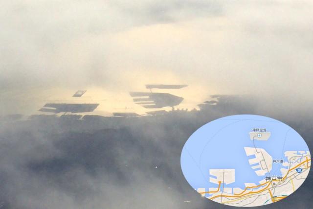 神戸のポートアイランド。奥が神戸空港