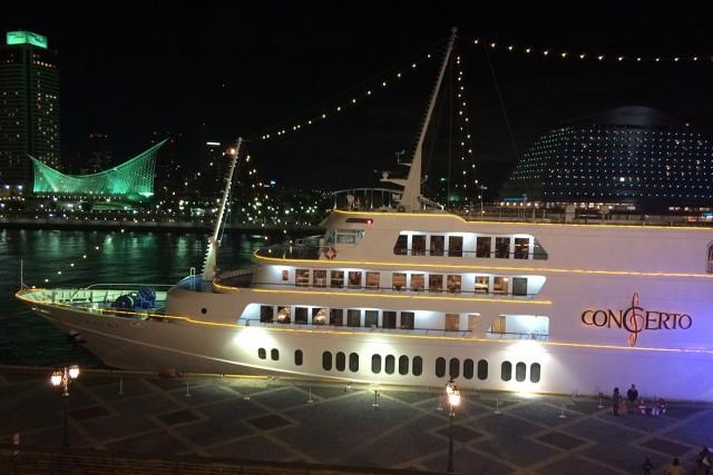 夜のクルーズ船も素敵です