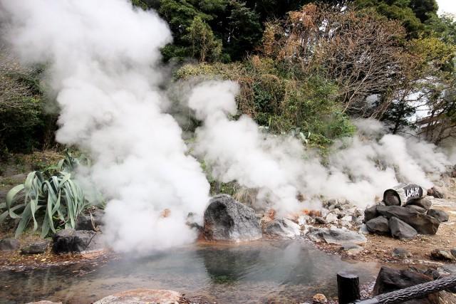 岩間から上がる噴気は迫力がありました。