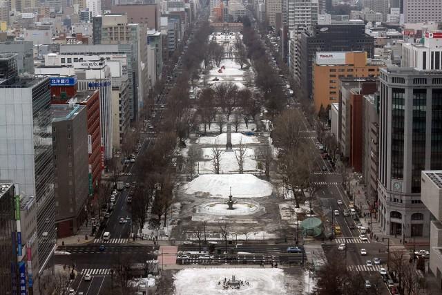 大通り公園。雪まつり後はこんな感じ