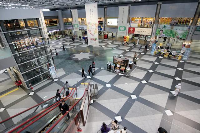 4階建てのターミナルビルは何と映画館や温泉まで!