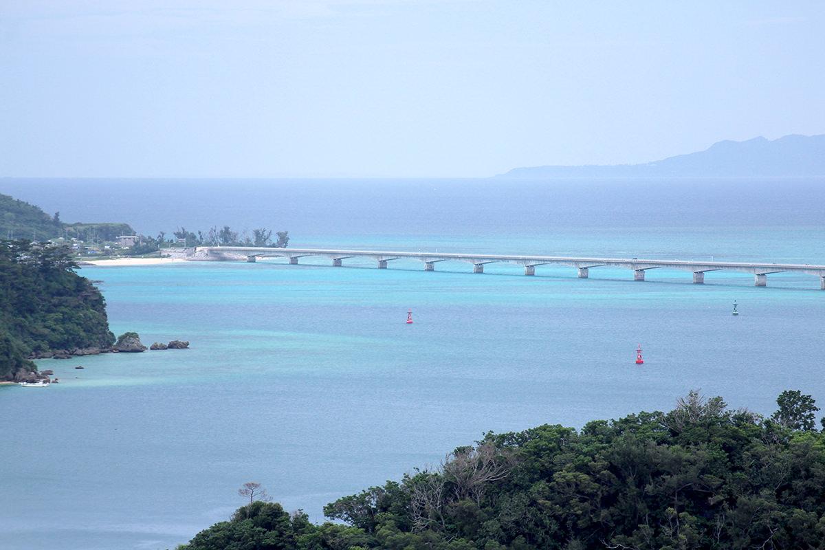 橋もさることながら、海がとても素敵です