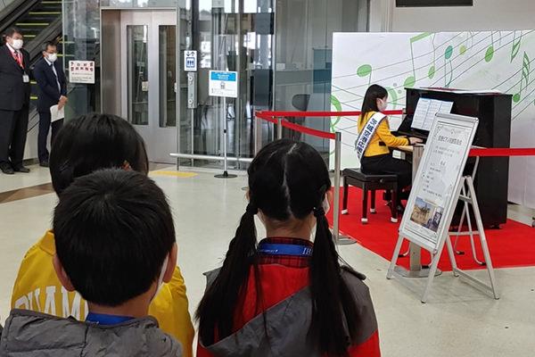 茨城空港応援大使によるピアノ演奏